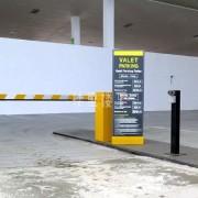 我开车接人,到马来西亚机场停车收费怎么样?贵吗?
